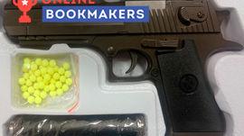 На Урале мужчина ограбил букмекерскую контору с игрушечным пистолетом и получил реальный срок